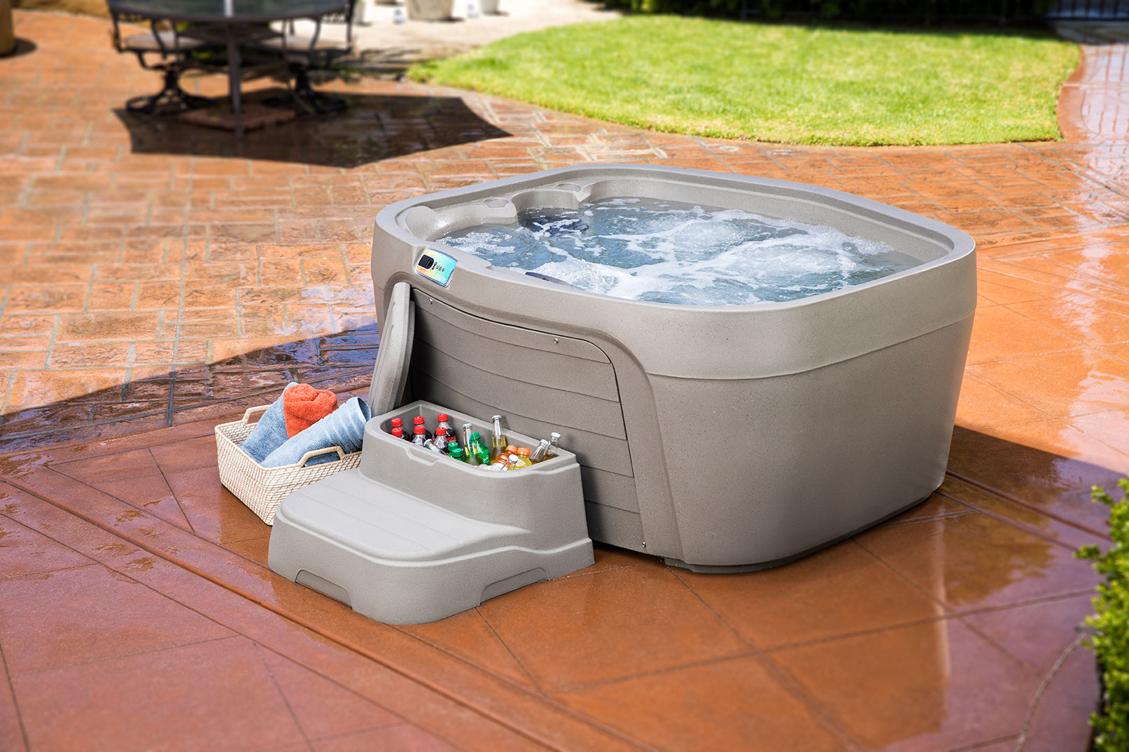The 4-person Drift is the perfect backyard addition. Add the Cool Step to store drinks, towels, or water chemicals!